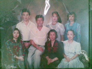oma sama anak-anaknya. Guess which one's my mom?